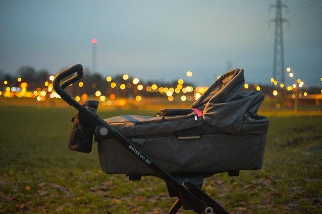 In der Babywanne des 3 in 1 Kinderwagens kann ihr Baby ab der Geburt bis zu 9 Monaten liegen.